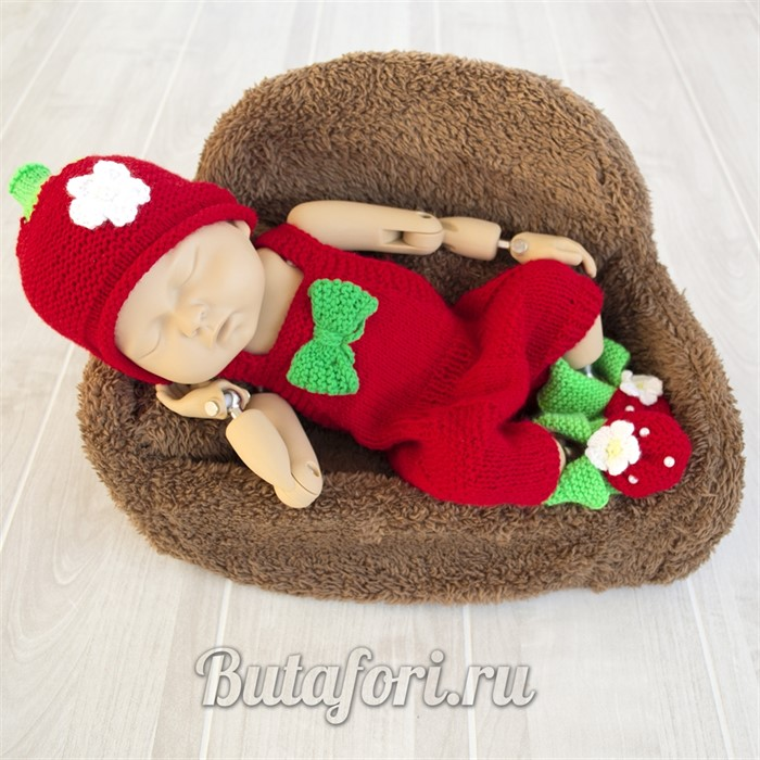 Вязаный костюмчик для фотосессии новорожденных - Земляничка