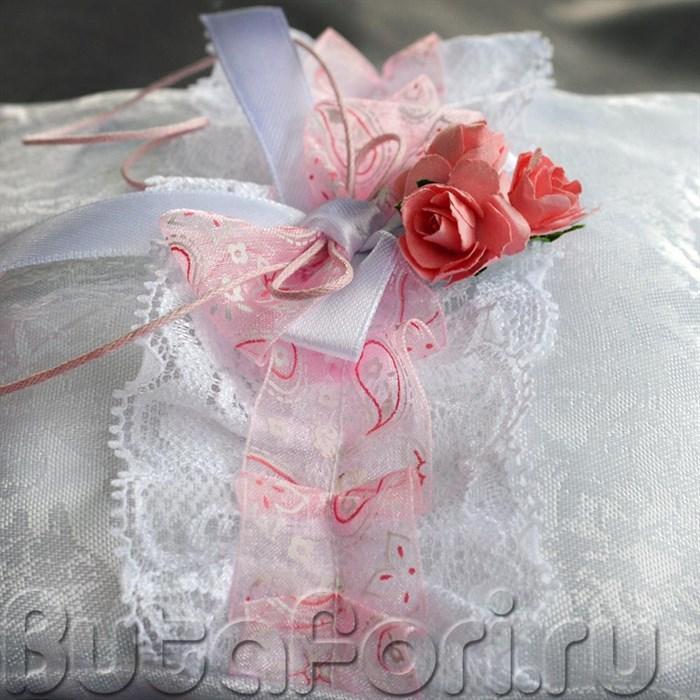 Кружевная подушечка на свадьбу