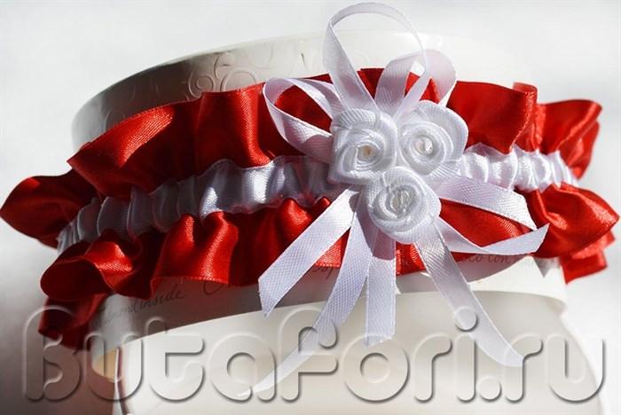 Подвязка невесты красная с белыми розами