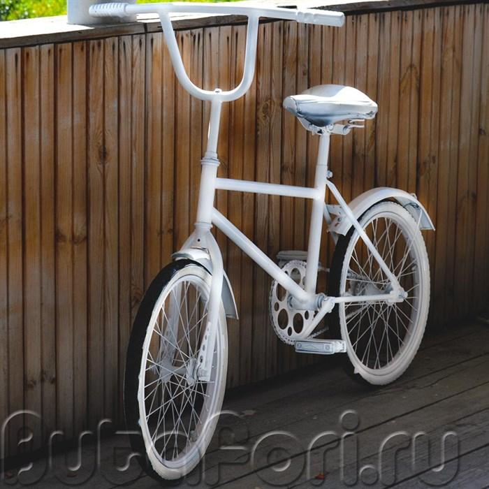 Белый велосипед для свадебной фотосессии
