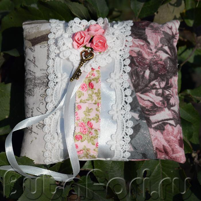 Винтажная свадебная подушечка