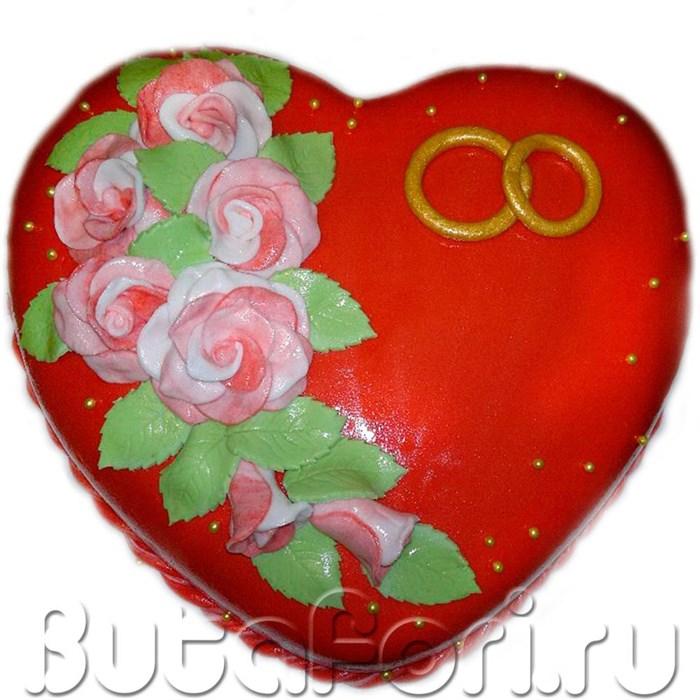 Свадебный торт сердцем красный