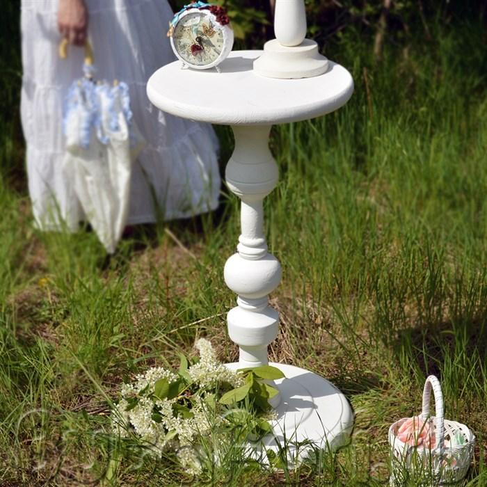 белый круглый столик
