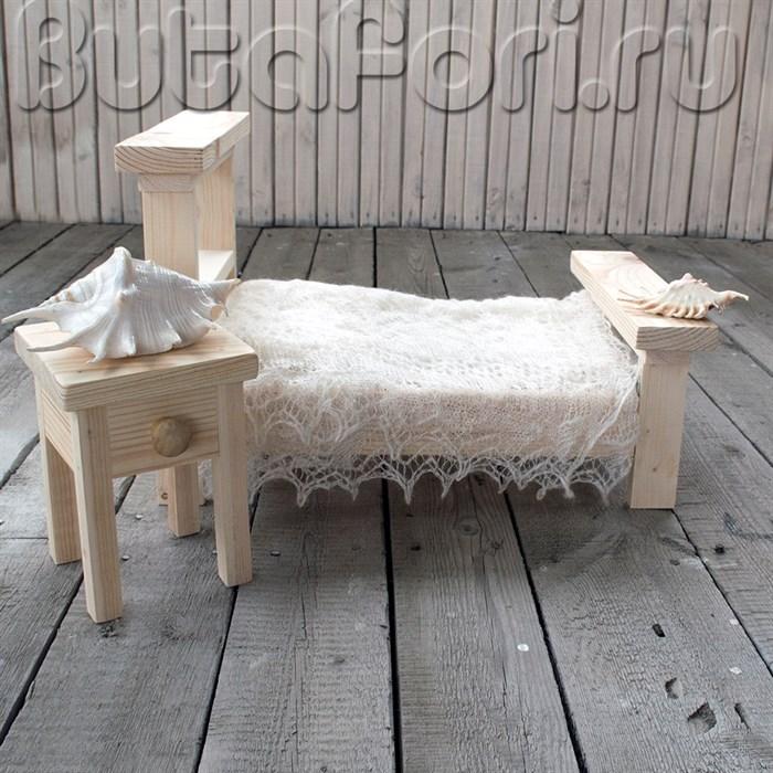 Деревянная кроватка с тумбочкой для фотосессии