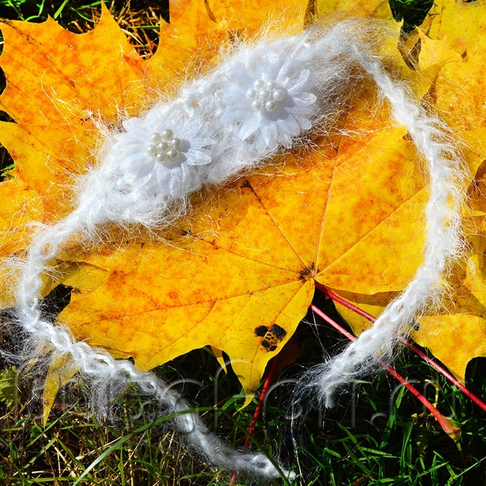 Повязочка белый цветочек