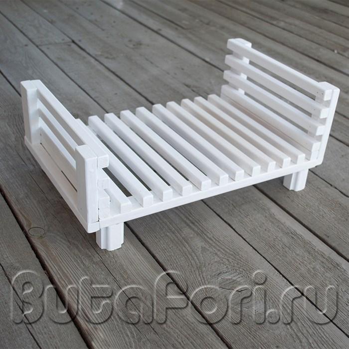Деревянная кроватка для фотосессии новорожденных