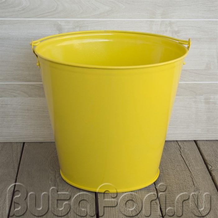Желтое ведерко для фотосессии