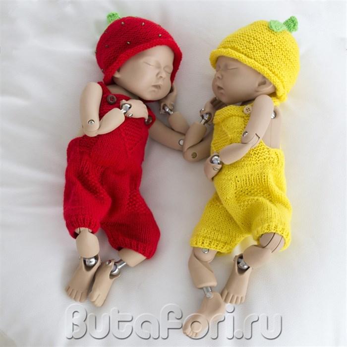 Вязаные костюмчики для близнецов Клубничка и Лимончик