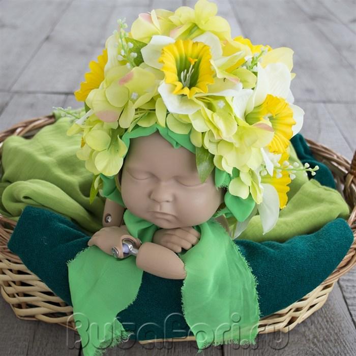 Весенняя цветочная шапочка для новорожденной