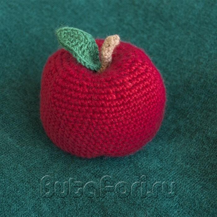 Вязаное яблочко для фотосессии