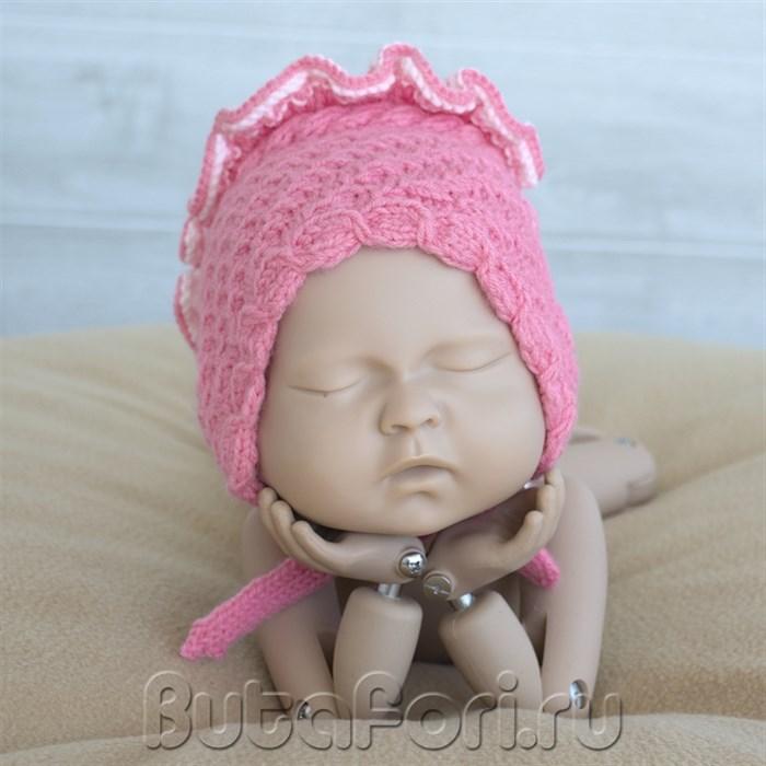 Розовый чепчик для фотосессии новорожденной