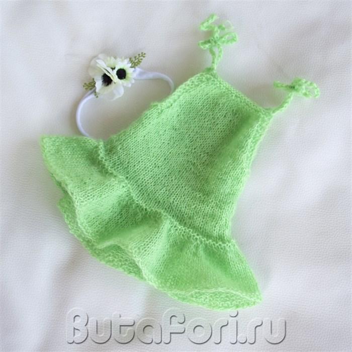 Зеленое вязаное платье для новорожденной