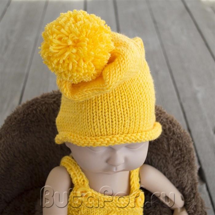 Желтая вязаная шапочка для фотосессии новорожденного