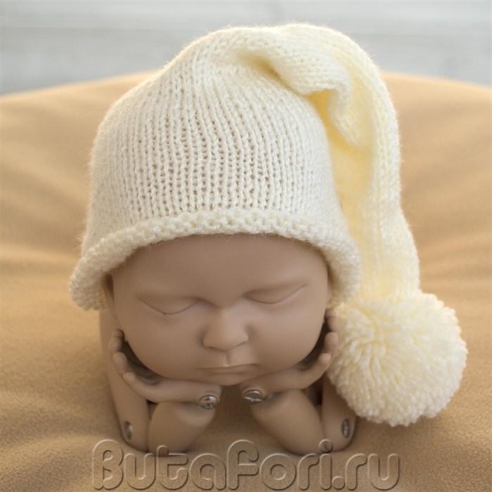 Вязаная шапочка молочного цвета