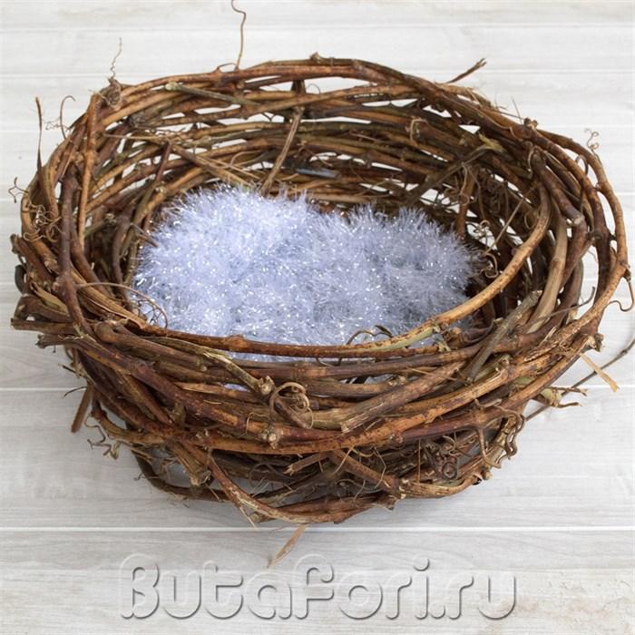 Высокое гнездо из виноградной лозы для фотосессии новорожденного