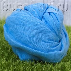 Голубая ткань для обмотки новорожденного