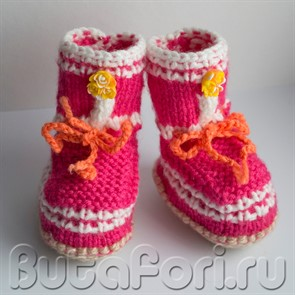Малиновые пинетки для фотосессии новорожденных