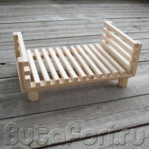 Деревянная кроватка из брусочков