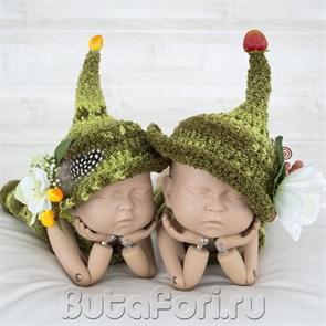 Вязаные шапочки для фотосессии близнецов