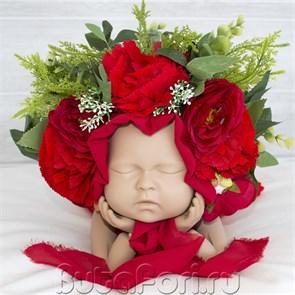 Яркая цветочная шапочка для новорожденного