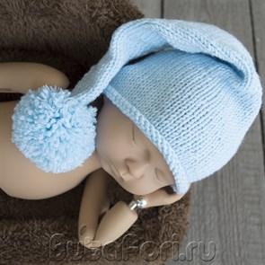 Голубая шапочка с помпоном