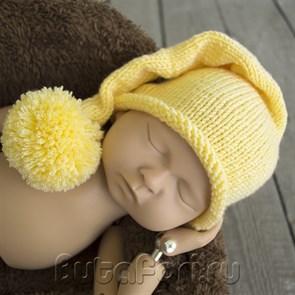 Желтая шапочка с помпоном для новорожденного