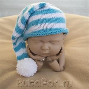 Бело-голубой полосатый колпак