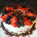 Свадебный торт со свежими ягодами